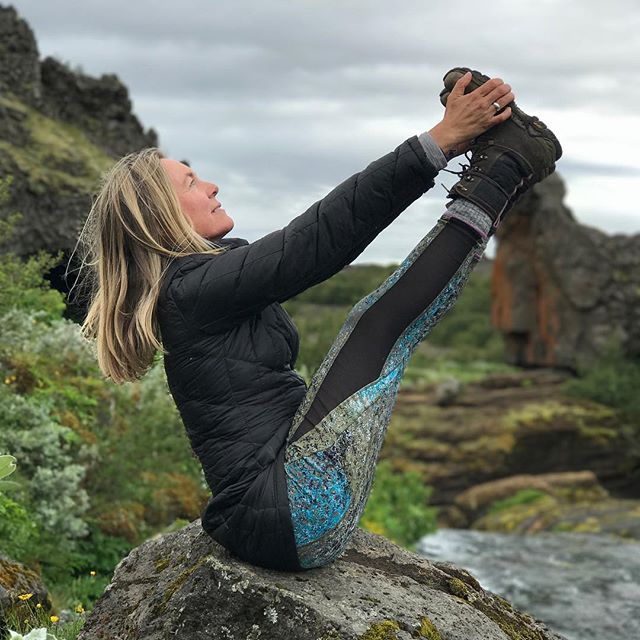 Magical day off the beaten path in Iceland wonderland... Practicing yoga with the elves on rocks by streams and waterfalls. #yogajourneyswithulrika #yogaoutside #yogafun #yogalover #yogaeveryday #yogalifestyle #yogafam #instayoga #yogaeverywhere #yogalife #yogajourney #yogaretreat #navasana