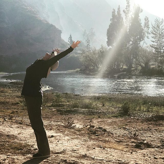 Yogini Jean Friendly greeting the sky... taking yoga off the mat, outside of the studio and into the world... #yogajourneyswithulrika #yogainspiration #yogaperu #yogaretreat #yogaoutdoor #yogainnature #yogajourney #yogalife #yogalifestyle #yogadaily #yogaeverywhere