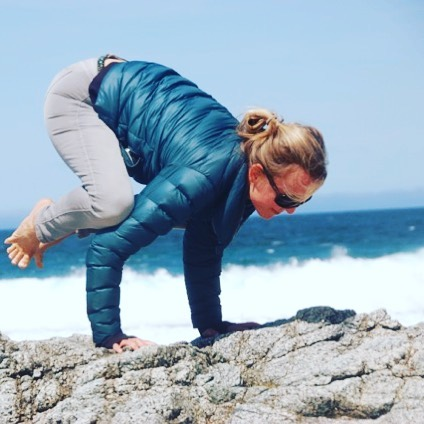 Another way to take flight, crow pose. Arm balances in Yoga are part of the process of developing confidence and trust in the guidance that comes from within. An open, fearless heart is the clearest navigation system for the mind.....#yogajourneyswithulrika #crow #fly #confidence #trust #yogini #yogisofinstagram #yogafun #yogainspiration #yogateacher #yogapose #yogaeverywhere #yoga #yogagram #instayoga #yogatime #yogajourney #yogaretreat #travel #yogachallenge #yogamom #lovinglife #yogapractice #yogi #yogalife #yogaeveryday #yogalove #yogalover