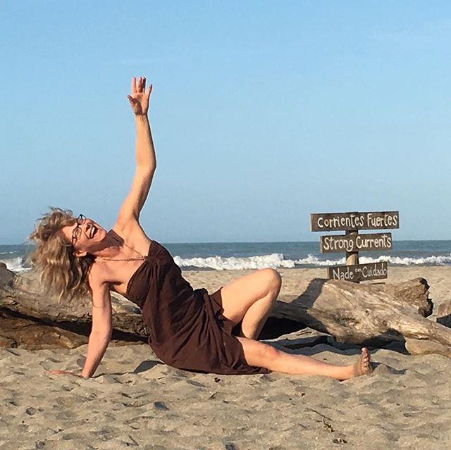 The silly Yoga series continue. Here's @anna_asidleedap on the Yoga Journey in Colombia mastering side plank:) Having fun practicing Yoga today? .....#yogajourneyswithulrika #yogatime #yogapractice #yogafun #yogainspiration #yogalover #yogalife #yogaeveryday #yogagram #instayoga #colombia #yogagirl #yogini #yogachallenge #yogapose #yogapractice #havefun #silly #yogalove #yogaeverywhere #yoga #yogadaily #yogaoutside #yogafam #yogacommunity #plank #yogi  #yogisofinstagram