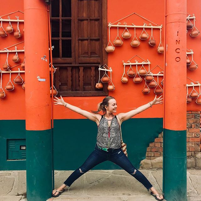 Luckily these posts weren't further apart or I would have split my already ripped jeans in half:). I don't think Colombians have seen a lot of Yoga on the streets. In one minute we had a crowd watching, laughing and enjoying the show. Never a dull moment in Colombia! ??️...#yogajourneyswithulrika #colombia #yogafun #neveradullmoment #lovinglife #yogagirl #yogalove #yogalover #yogalifestyle #yogaretreat #yogajourney #instayoga #yogaeverywhere #yogajourney #yogadaily #yogini #yogainspiration #laugh #havefun #funtimes #yogatime #yogaeverydamnday #yogafamily #yogainspiration #yogagram #yoga #yogaphotography #yogatravel