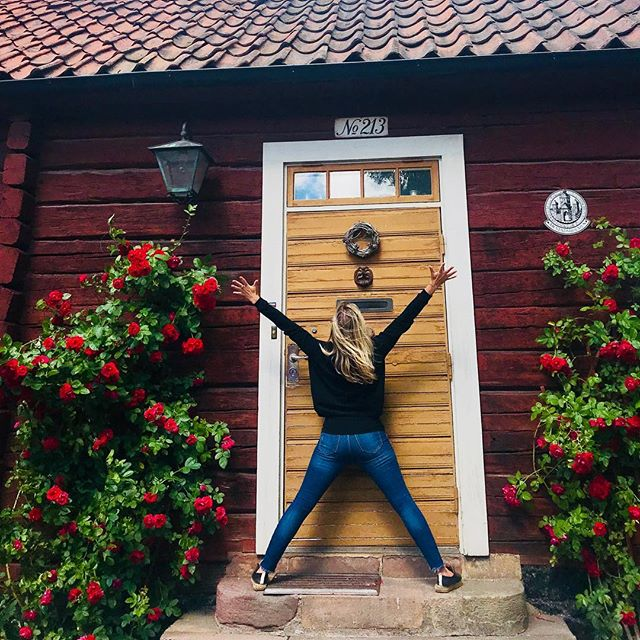 Home sweet home, Stockholm Yoga series continues... practicing yoga on the way through old town to visit childhood  friends.....#yogajourneyswithulrika #stockholm #sweden #yogagram #instayoga #yogagirl #yogafam #yogainspiration #yogafun #yogapractice #yogainspiration #yogagirl #yogini #yogisofinstagram #yogatime #yogatravel #yogaretreat #yogajourney #yogafam #yogalife #yogalover #yogalove #yogafun #yogaflow #yogawear #yoga #yogaretreat #yogi #yogadaily #yogis